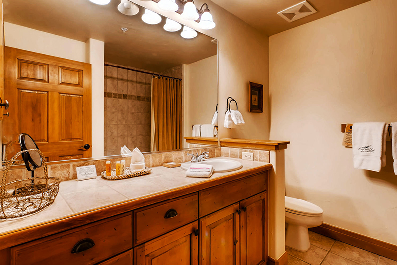 Eagle Ridge Lodge bathroom