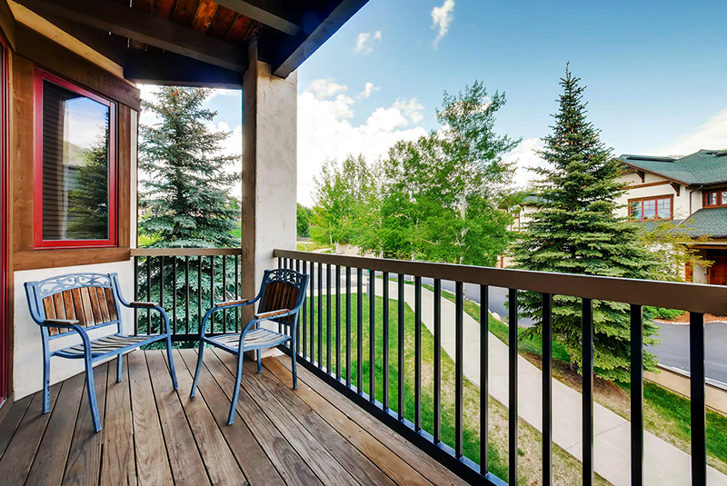 Eagle Ridge Townhomes balcony